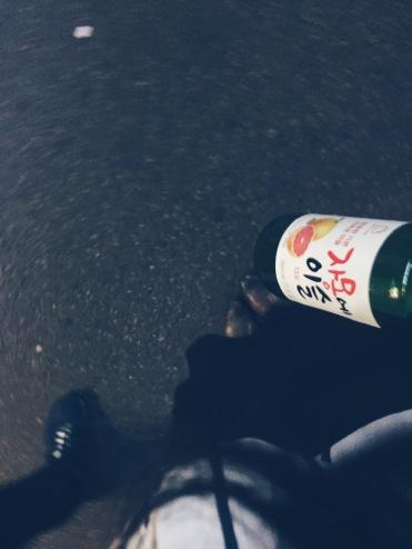 一人喝一瓶水果燒酒⋯