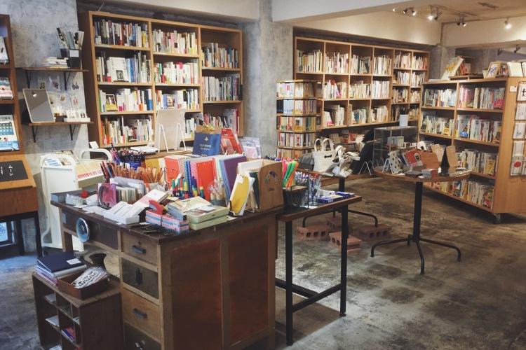 kamome books in kagurazaka