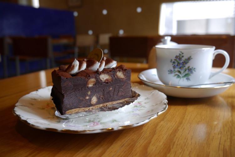 cafe den-cake
