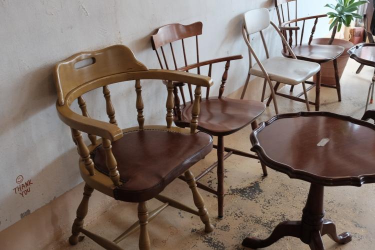 聖水Camel cafe椅子們-25