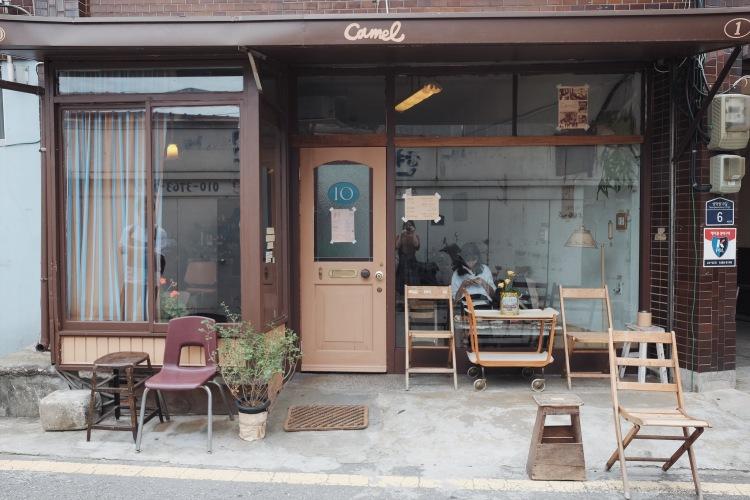 聖水Camel cafe門口
