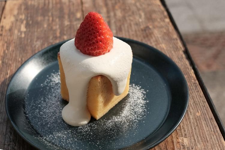 monz cafe草莓蛋糕