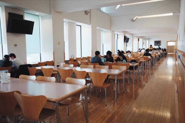 明治大學學生食堂內部