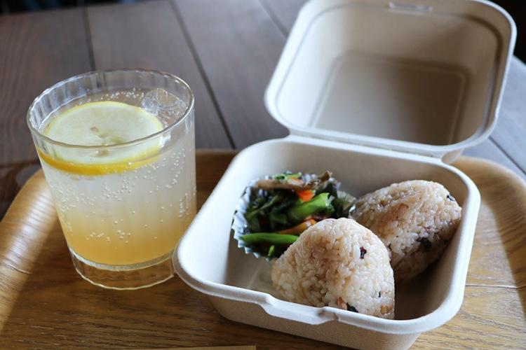 犬島票券中心附設咖啡廳及食堂